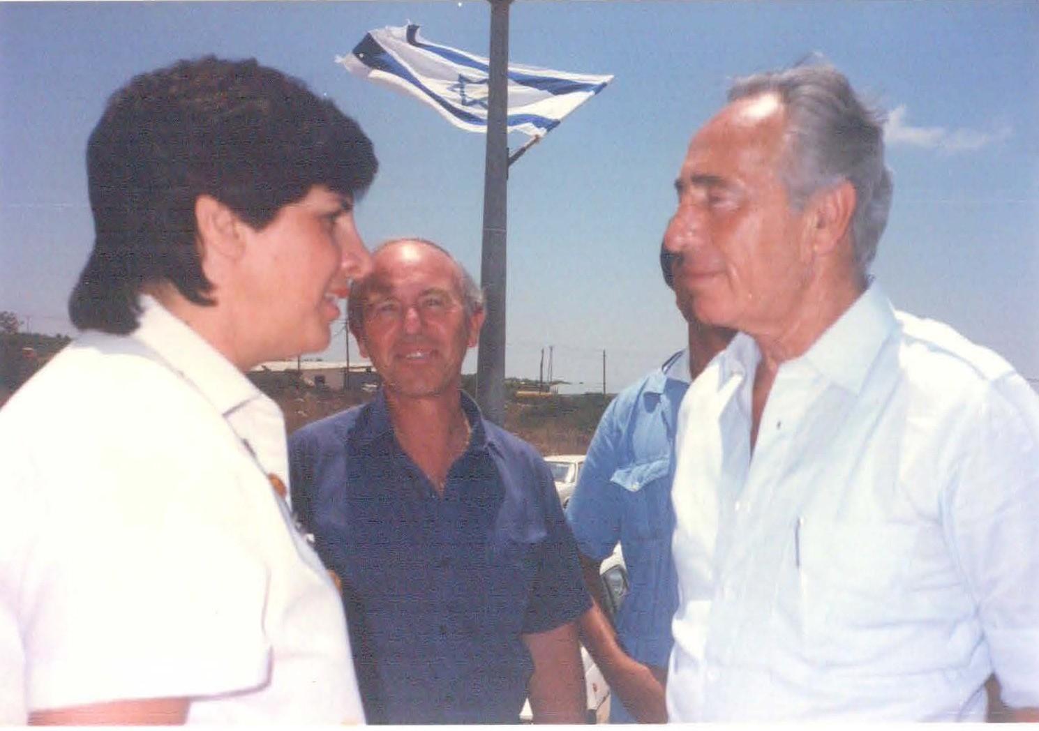 כך היינו - ביקור שמעון פרס במנוף 1987